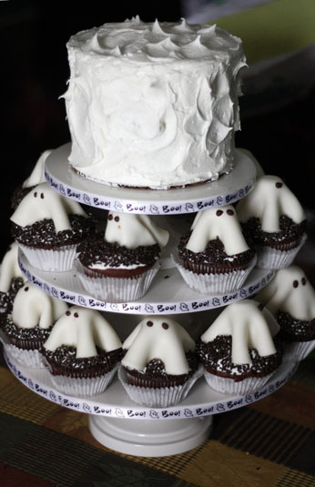 Marshmallow Fondant Ghosts Cupcake Toppers